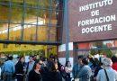 Ordenan suspender el cierre de carreras de dos institutos de formación